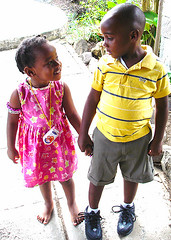 Sibling Love - Saint Lucia (Sascha Grabow) Tags: pink love saint st rose yellow jaune happy sister brother rosa happiness siblings sascha getty lucia bro sibling bigbrother stlucia liebe frere bestfriends bruder glcklich geschwister saintlucia rodneybay grabow