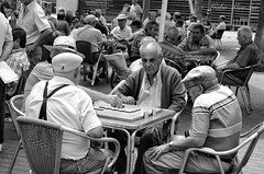 7. Los Jugadores (Gabo Monzn - www.gabomonzon.blogspot.com.es/) Tags: blancoynegro monocromo juegos canarias bn canary mesas gabo ancianos laspalmasdegrancanaria gabomonzn uploaded:by=flickrmobile flickriosapp:filter=nofilter