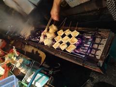 Grilling Doufu on Skewers @Midnight BBQ Vendor on Yili Road, Shanghai (Phreddie) Tags: china road food vegetables night fun yum shanghai bbq meat eat vendor skewers gubei 130806