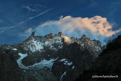 Dans le massif du Mont Blanc (sylvie.rochas) Tags: sunset mountain mountains alps montagne alpes montblanc italianalps alpinisme frenchalps alpinism aube massifdumontblanc dentdugant canoneos600d arrtesderochefort