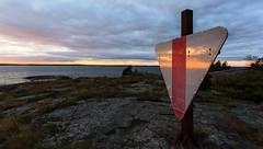 Skrubb (Antti Tassberg) Tags: autumn sunset sea fall suomi finland island evening twilight board shoreline scandinavia beacon meri ilta syksy auringonlasku seamark saari uusimaa kirkkonummi merimerkki linjataulu rantaviiva skrubb skrobban storamickelskren