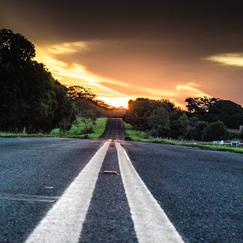 Em direção ao sol (Rubinéia) #nikon #d610 #sunset #pordosol #paisagensbrasileiras #brazil #meubrasil #interiordobrasil #streetphotography #noturna #night #saopaulo