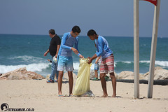 IMG_8744 (Streamer -  ) Tags: ocean sea people green beach nature students ecology up israel movement garbage sunday north group young cleanup clean teen shore bags  nonprofit streamer  initiative enviornment    ashkelon          ashqelon   volonteers      hofit
