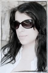 C2767-SCHEREZADE (Agosto, 2009) (Eduardo Arias Rbanos) Tags: portrait woman girl face sunglasses hair mujer nikon chica retrato cara young longhair brunette escote rostro pelo morena joven d300 melena neckline gafasdesol desaturacin eduardoarias eduardoariasrbanos