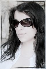 C2767-SCHEREZADE (Agosto, 2009) (Eduardo Arias Rábanos) Tags: portrait woman girl face sunglasses hair mujer nikon chica retrato cara young longhair brunette escote rostro pelo morena joven d300 melena neckline gafasdesol desaturación eduardoarias eduardoariasrábanos