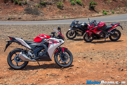 Yamaha-R15-vs-Pulsar-RS-200-vs-Honda-CBR150R-14