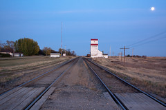 railway station Mortlach (manfred.faugel) Tags: railroad oktober moon canada mond elevator grain eisenbahn railway paterson saskatchewan kanada mortlach 2011