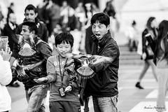 Les pigeons del DUOMO - Milano (Bouhsina Photography) Tags: street rue rua pigeons duomo molan milano italy italie black white bw blackwhite bouhsina bouhsinaphotogrphy 2016 canon 5diii ef70200 impression impressive impressif