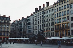 Place des Terreaux (Lucas Marcomini) Tags: travel architecture streetphotography lucasmarcomini buildings architectural wanderlust adventure traveling urban city explore exploring exploration people place square atmosphere backpack backpacking france europe lyon trip european french