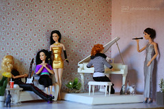 new wallpaper for the music room (photos4dreams) Tags: dolls30112016p4d dress barbie mattel doll toy photos4dreams p4d photos4dreamz barbies girl play fashion fashionistas outfit kleider mode puppenstube tabletopphotography liztaylor cateblanchett birdy chinagirl