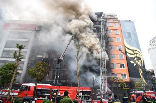 Chủ quán karaoke cháy khiến 13 người chết bị khởi tố