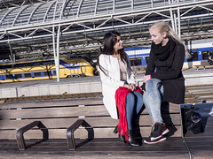 Nathalie & Jet, Amsterdam 2016: Blonde and brunette (mdiepraam (35 mln views)) Tags: nathalie amsterdam 2016 centraal station platform portrait pretty beautiful elegant dutch brunette girl naturalglamour scarf denim jeans boots bag bench blonde