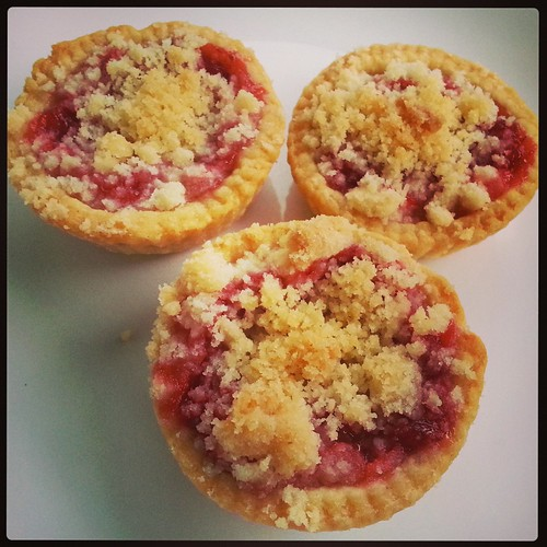 Strawberry-rhubarb minipies