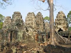 Angkor Wat (mbphillips) Tags: mbphillips canonixus400 geotagged photojournalism photojournalist asia 亞洲 fareast アジア 아시아 亚洲 柬埔寨 camboya 캄보디아 travel cambodge kambodscha カンボジア cambodia cambodian