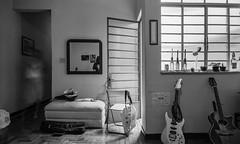 (leo.eloy) Tags: casa cotidiano sala p2 sinar lapa ilfordhp5plus intimidade 6x9cm clélia1786apto3 vidadelapa