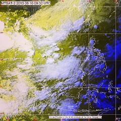 """ประกาศกรมอุตุนิยมวิทยา """"ฝนตกหนักและคลื่นลมแรง""""  ฉบับที่ 8 ลงวันที่ 10 มิถุนายน 2556         ร่องมรสุมกำลังแรงพาดผ่านตอนบนของประเทศไทยแล้ว คาดว่าจะเลื่อนลงมาพาดผ่านตอนบนของภาคเหนือ และภาคตะวันออกเฉียงเหนือในคืนนี้ (10 มิ.ย.56) ประกอบกับมรสุมตะวันตกเฉียงใต้"""