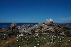 Rocks on Meneham beach [Explore] (Sokleine) Tags: sea summer mer france nature landscape seaside brittany rocks day bretagne clear 29 paysage landschaft manche rochers meneham finistèrenord