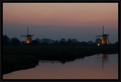 Lovely Kinderdijk (Ciao Anita!) Tags: friends sunset reflection netherlands windmill zonsondergang tramonto nightshot nederland hm reflexions unescoworldheritage kinderdijk molen olanda mulino riflesso crepuscolo zuidholland weerspiegeling avondopname mywinners grondzeiler theperfectphotographer scattonotturno unescowerelderfgoedlijst unescopatrimoniodellumanità