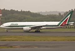 I-DISU (lkarasawa) Tags: japan az alitalia nrt 772 naritainternationalairport skyteam boeing777200 rjaa idisu