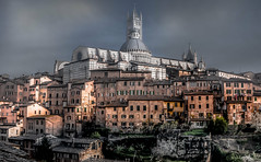 Siena and its Cathedral (Bernd Thaller) Tags: city italien italy church architecture evening town cathedral outdoor tuscany siena toscana sienacathedral