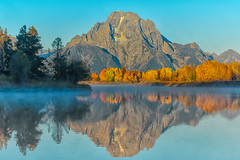 Fall Colors at the Oxbow Bend (Luis Arturo Ramirez) Tags: luisramirez explore oxbowbend tetons grandtetonnationalpark wyoming jacksonhole reflection water autumn fall september aspen trees color alpen glow alpenglow rockymountains mountain mtmoran