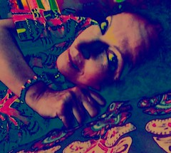 DSCN1700 (dina.elle) Tags: donna colori sorriso sdraiata letto braccialetto sguardo penisero malinconia occhi guardare pensare aspettare