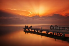A magical sunset (Anto Camacho) Tags: valencia longexposure bigstopper sunrays landscape lake water clouds pier light sunset comunidadvalenciana