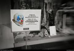 Clown mask, Karstadt, Potsdam, Germany (Lars-Rollberg.com) Tags: sw bw blackandwhite schwarzweiss horrorclown killerclown clown karstadt clowns clownmask potsdam germany