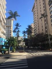Gatukorsning i Waikiki (tompa2) Tags: höghus hawaii honolulu waikiki gata bil