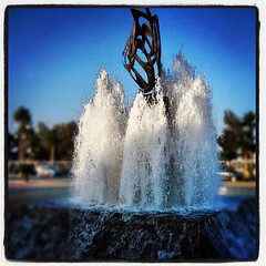 Fountain! (steliosgiorgio) Tags: fountain square lofi cyprus squareformat larnaca foinikoudes   iphoneography instagramapp uploaded:by=instagram