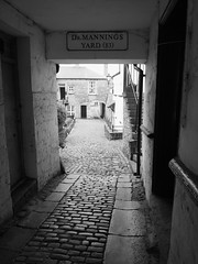ALLEYWAY8 (Davesuvz) Tags: old england bw black english stone blackwhite alley cottage backstreet cobble alleyway cobbles