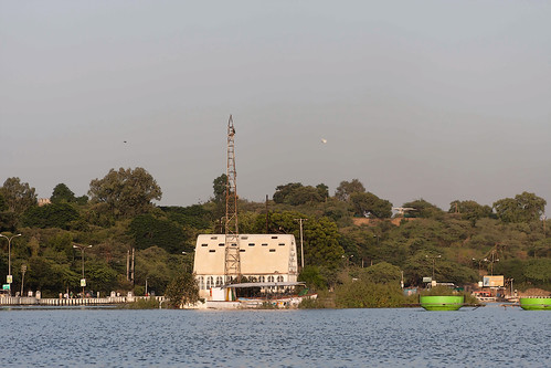 Cartoon - Solar observatory on a small island in the Fateh Sagar lake in Udaipur in India