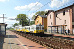 PR EN57-1677 , Okmiany train station 13.05.2013 (szogun000) Tags: railroad station electric set train canon tren poland polska rail railway commuter emu pr passenger trem treno ezt regio pkp pocig  lowersilesia dolnolskie dolnylsk en57 przewozyregionalne okmiany en571677 canoneos550d canonefs18135mmf3556is d29282