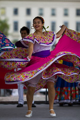 Danse mexicaine (Claude Schildknecht) Tags: france dance europe place lyon places danse mexique bellecour ftes consulaires