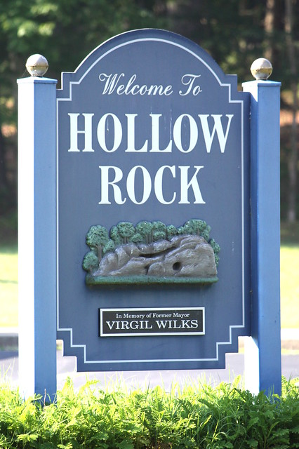 Welcome to Hollow Rock, TN