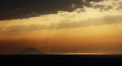 avond over Stromboli... (jansmetsfoto) Tags: calabria stromboli tropea calabrië