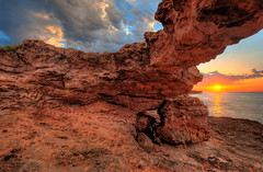 Framed sunrise (solapi) Tags: sunset beach beautiful sigma mallorca hdr oriol ribera catalunyahdr vigilantphotographersunite solapi oriolribera
