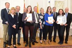 LH Peter Kaiser und LSR Präsident Rudolf Altersberger ehrten die Sieger der AHS/BHS-Fremdsprachenwettberwerbe bzw. der Griechisch-und Lateinolympiade;