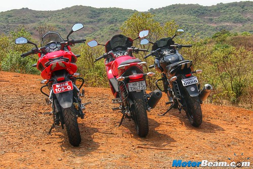 Pulsar-220-vs-Pulsar-AS-200-vs-Hero-Karizma-03