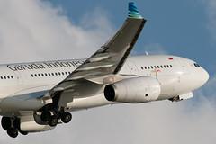Garuda Indonesia A330-200 PK-GPM-8084 (CF Yuen) Tags: hk canon ga hongkong rollsroyce airbus gia hkg a330 garuda 332 a330200 garudaindonesia vhhh 100400lii