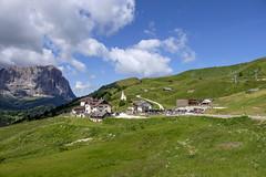Trentino - Alto Adige (Italy) - Passo Gardena Grdner Joch (Massimo Battesini) Tags: fujifilmxt1 fuji xt1 fujixt1 fujifilm finepix fujinon fujinonxf18135 fuji18135 fujifilmfujinonxf18135mmf3556rlmoiswr nationalgeographic worldtrekker montagna montagne dolomiti mountains montaas berg dolomite dolomitas dolomites alpi alpes alps alpen italy italia italie italien trentinoaltoadige europa europe passogardena grdnerjoch valgardena valbadia selvadivalgardena it