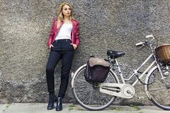 Daniela V (kwpacheco2) Tags: bicicleta ropa pantalon camisa chaqueta pared modelo parma calle centro fotografa belleza bella retrato