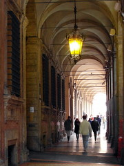 bologna arcades (2) (kexi) Tags: bologna bolonia italy europe arcades lamp light people perspective vertical samsung wb690 october 2015 instantfave