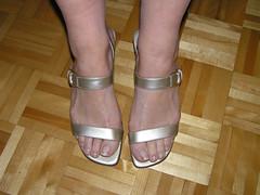 Fran033 (J.Saenz) Tags: feet foot pies fetichismo podolatras pieds mujer woman dedo toe pedicure nail ua polish zapatos shoes tacones heels tacos tacchi schuh scarpe shoefetish shoeplay sandals sandalias esmalte pintada toenail