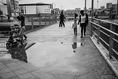 We Are Family (toletoletole (www.levold.de/photosphere)) Tags: berlin fuji fujixpro2 xpro2 xf23mmf14 street bw sw family familie rain puddle pftze spiegelungen reflection