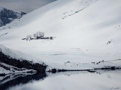Refugio Vega de Enol (12-03-16) (Jaime Martin Fotografia) Tags: asturias nature snow landscape lake mountain
