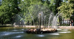 Russia: Peterhof - Sun Fountain - IMG_7316 (Andreas Helke) Tags: fountain canon stpetersburg europa europe russia 2006 fav dslr 169 canoneos350d peterhof fontne russland fav1 candreashelke worldsfavorite sonnenfontne haslargesize donothide oldstileoriginalsecret 9x16l shownbig