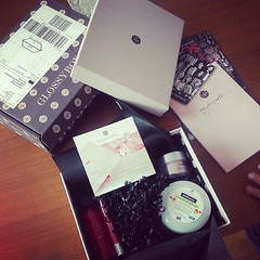 #yuhuuu #endlich #da #glossybox #cosmetics #glossy #box #new #stuff #sooo #exciting #hihi  Glossy Box tests et avis sur la box (passionthe) Tags: test paris les french la commerce box femme glossy beaut gift instant sa bonne discovery plaisir hommes femmes avis cadeau coffret choisir toutes glossybox cosmetique echantillons