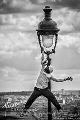 Success is not final, failure is not fatal: it is the courage to continue that counts. (Winston Churchill) (Haroon Sadiq) Tags: paris france nikon du streetartist basilique sacrcur 18200mm d90
