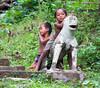 Niños jugando (Andrés Guerrero) Tags: niños laos lao mekong jugando ethnics etnias niñosjugando